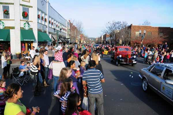Franklin Christmas parade to draw big crowd | Kiwanis Christmas Parade,downtown Franklin,Franklin Home Page,FHP